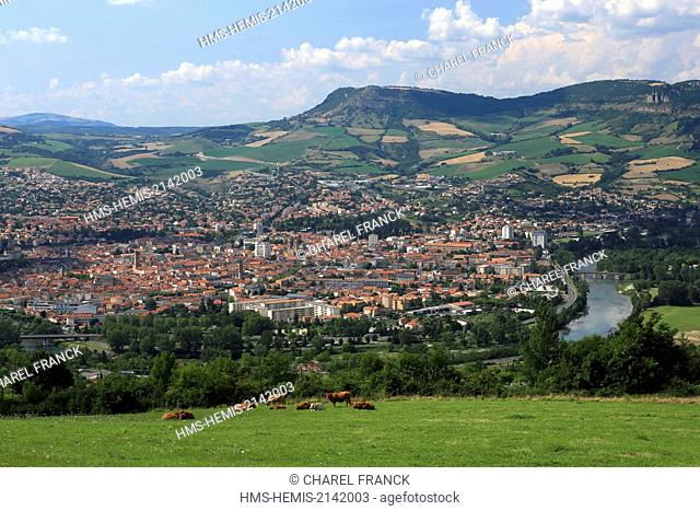 France, Aveyron, Millau, The Tarn winds in the middle of Millau in the regional natural reserve of Grandes Causses