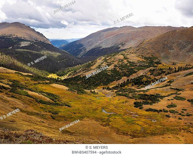 view from Trail Ridge Road onto the scenery of the National Park, USA, Colorado, Rocky Mountain National Park