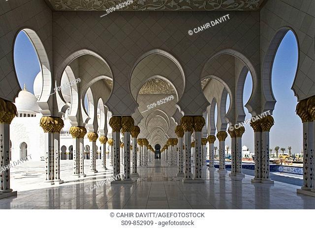 Collonade details of the Sheikh Zayed bin Sultan Al Nahjan Mosque, Grand Mosque, Abu Dhabi, United Arab Emirates, Asia