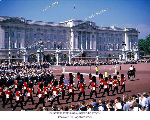 England. June 2007. London City. Buckinham Palace. Changing of Guards