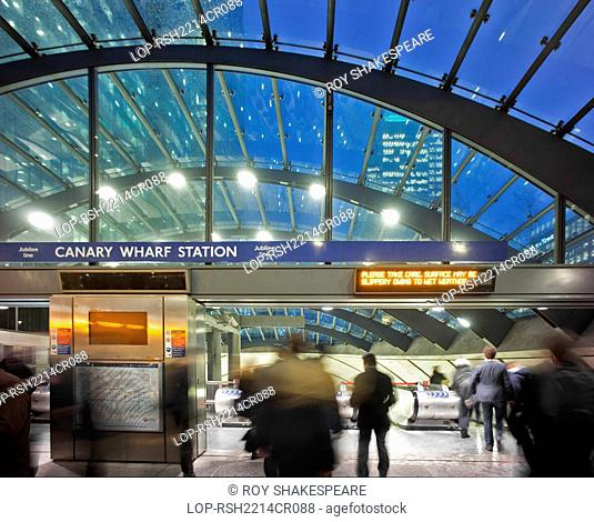 England, London, Canary Wharf. Interior of Canary Wharf tube station