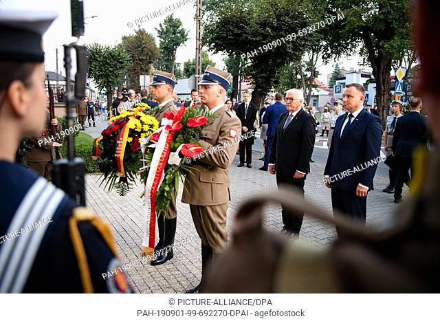 01 September 2019, Poland, Wielun: Federal President Frank-Walter Steinmeier and Polish President Andrzej Duda (r) lay down flower arrangements at the memorial...