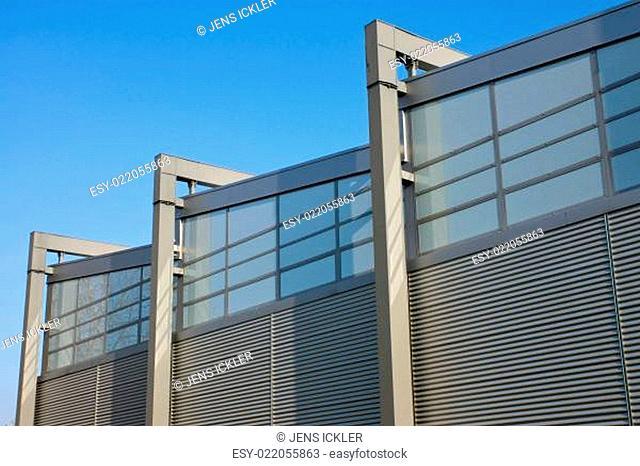 Moderne Fabrikfassade