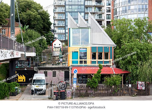 "18 July 2019, Hamburg: View of the newly built """"Golden Pudel Club"""" in the district Sankt Pauli. The club was destroyed in a fire in February 2016 and is now..."