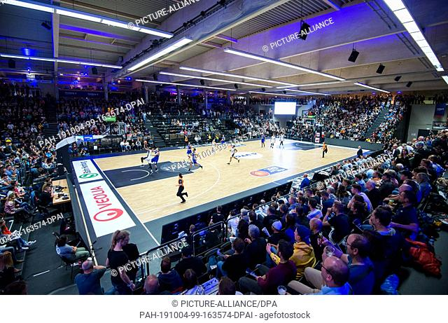 04 October 2019, Hamburg: Basketball, Bundesliga, main round, 2nd matchday: Hamburg Towers - Synt. MBC Weißenfels in the Inselparkhalle