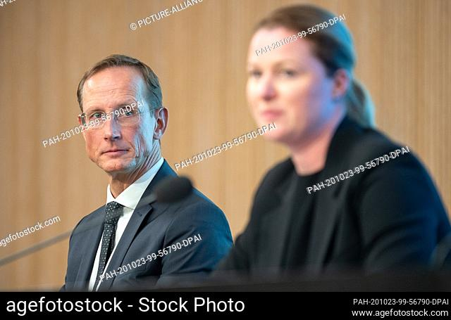 23 October 2020, Baden-Wuerttemberg, Stuttgart: Franz-Werner Haas, CEO of CureVac, sits next to Katja Schenke-Layland, Director of the Natural and Medical...