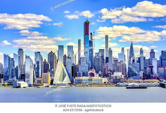 USA, New York City, Manhattan,Midtown Skyline, Hudson River