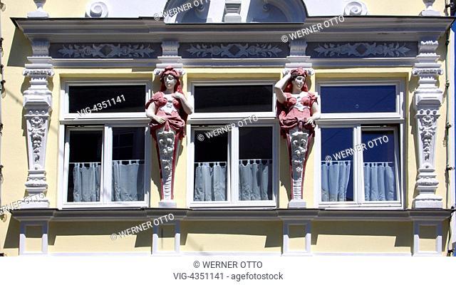 D-Kastellaun, Hunsrueck, Rheinland-Pfalz, Haus Coldiz auf der Marktstrasse 16, Wohnhaus, Geschaeftshaus, Fassade, Teilansicht, Jugendstil, Fenster, Skulpturen
