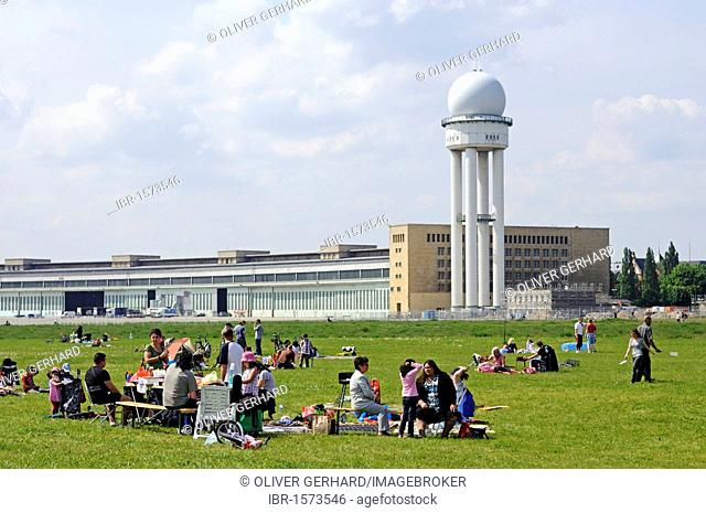 Families at a barbecueing area, in the back the radar tower of Tempelhof Airport, handed over to the public in May 2010, Tempelhofer Feld between the Tempelhof