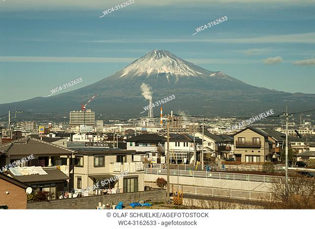 30. 12. 2017, Fuji City, Shizuoka, Japan, Asia - A view of the majestic volcanic cone of Mount Fuji with its snowcapped summit