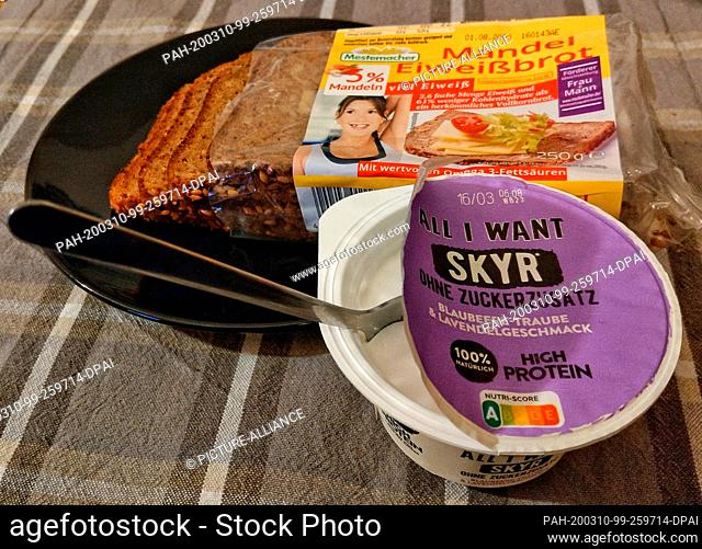 """05 March 2020, Brandenburg, Potsdam: Almond protein bread and a Skyr, each of which is a """"""""high-protein"""""""" product. Foods are increasingly enriched with protein"""