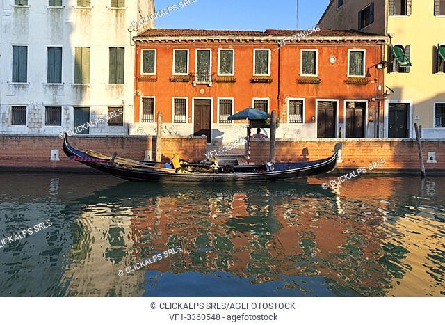A typical gondola with its gondolier, Rio di San Trovaso, Venice, Veneto, Italy