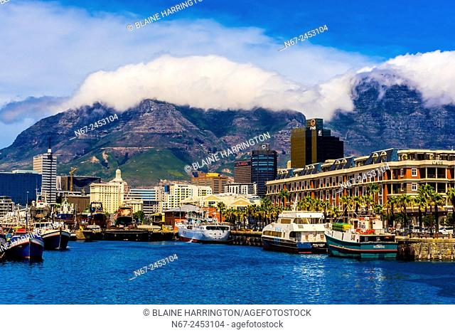 Victoria & Alfred Waterfront with Cape Grace Hotel, Central Business District and Table Mountain behind, Cape Town, South Africa