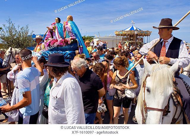 Mª Jacobé and Mª Salomé Procession during annual gipsy pilgrimage at Les Saintes Maries de la Mer may,Camargue, Bouches du Rhone, France