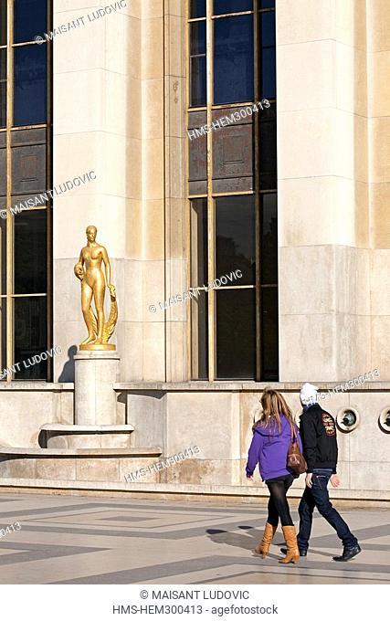 France, Paris, Esplanade des Droits de l'Homme, couple with a golden bronze sculpture by Marcel Gimond untitled Flore