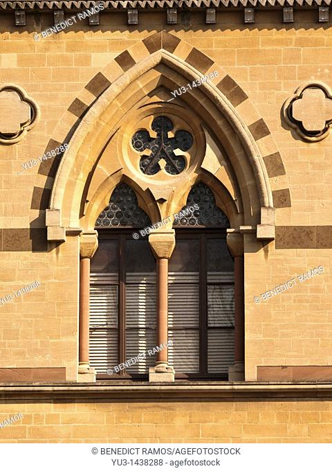 Ornate Venetian style window, Oxford University natural history museum, Oxford, UK