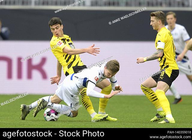 Giovanni REYNA (DO) versus Fabian KUNZE (BI), action, duels, right Marco REUS (DO) Soccer 1. Bundesliga, 23rd matchday, Borussia Dortmund (DO) - Arminia...
