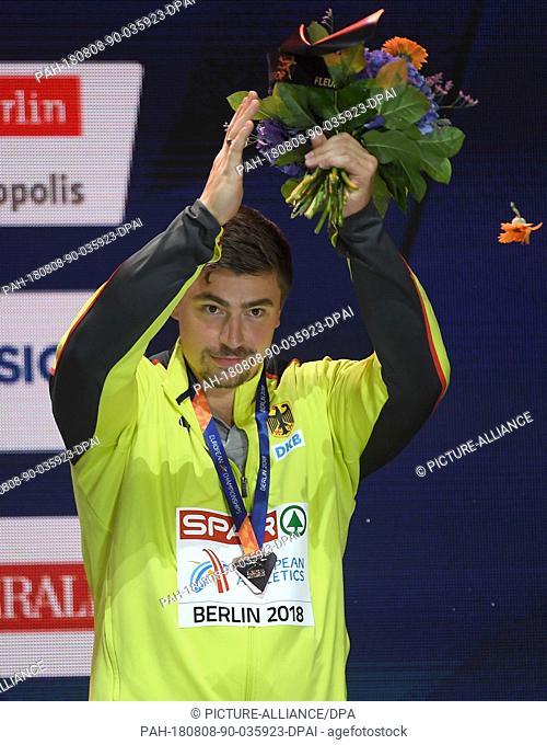 08.08.2018, Berlin: Athletics, European Championship, award ceremony on the European Mile at Breitscheidplatz: Shot put, Men: Bronze medal winner David Storl...
