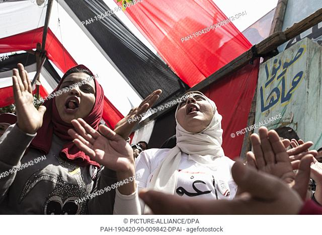 20 April 2019, Egypt, Cairo: Women clap and ululate outside a polling station during the first day of the national referendum on the constitutional amendments...
