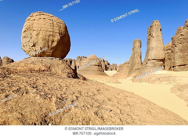 Eroded rock formations in Tin Akachaker, Tassili du Hoggar, Wilaya Tamanrasset, Algeria, Sahara, North Africa
