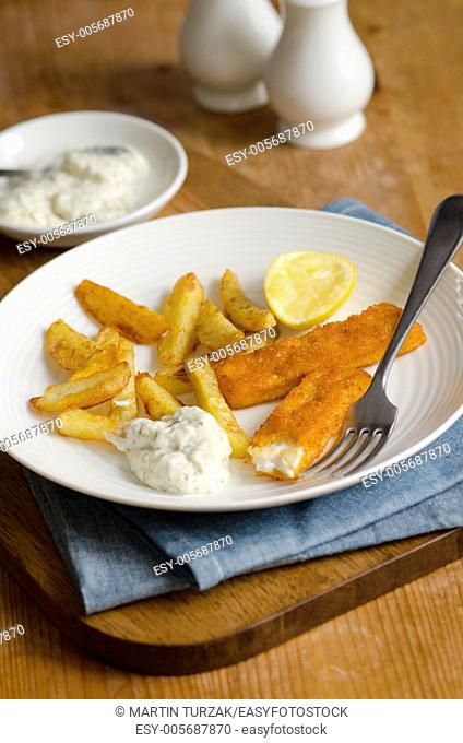 Fish fingers with french fries and tartar sauce