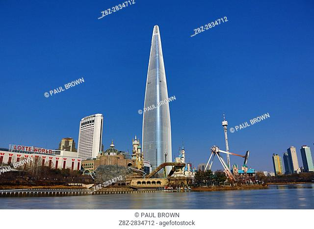 Lotte World Tower skyscraper and theme park in Jamsil, Seoul, Korea