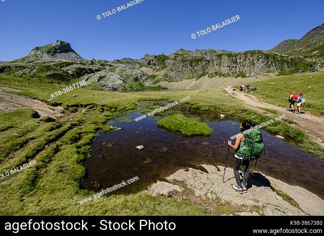 hikers on Lac du Miey, Ayous lakes tour, Pyrenees National Park, Pyrenees Atlantiques, France