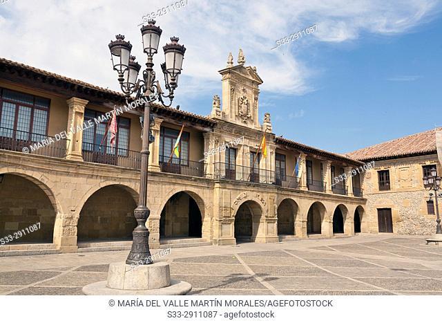 Twon Hall in Mayor square. Santo Domingo de la Zalzada. La Rioja. Spain