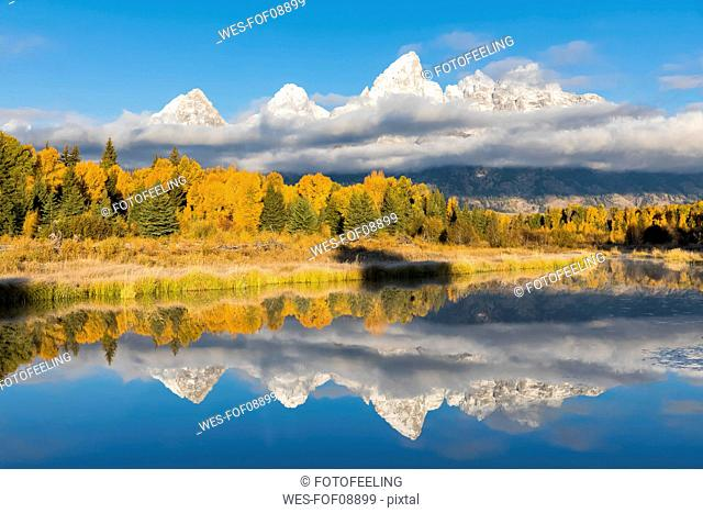 USA, Wyoming, Grand Teton National Park, view to Teton Range with Snake River in the foreground