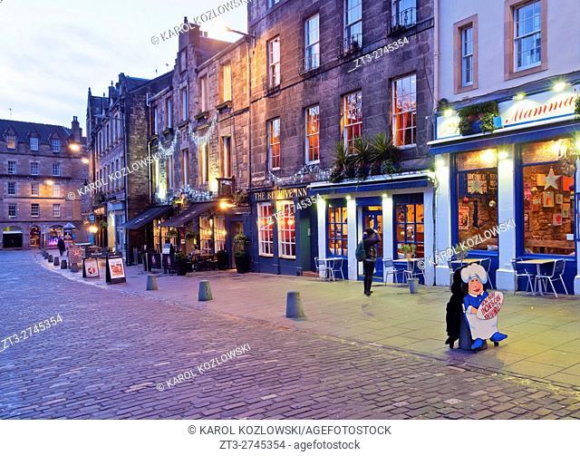 UK, Scotland, Lothian, Edinburgh, Twilight view of the Grassmarket Square