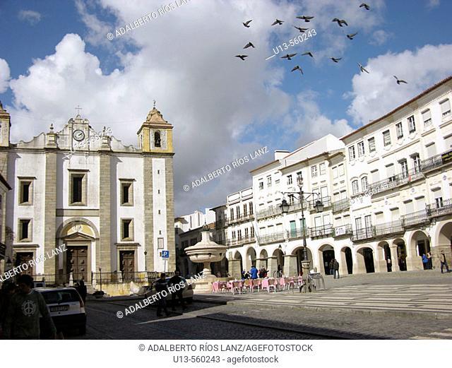 Giraldo Square Centre Evora Portugal