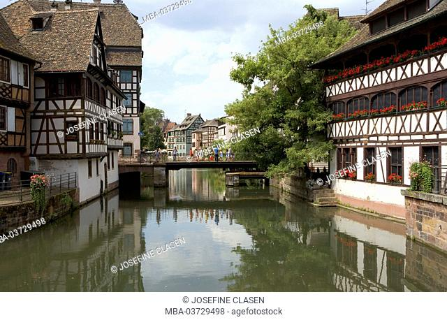 Strasbourg, La Petite France, former quarter of the tanners, miller and fishermen, half-timbered houses from the 16th and 17th century, Bridge over Ill