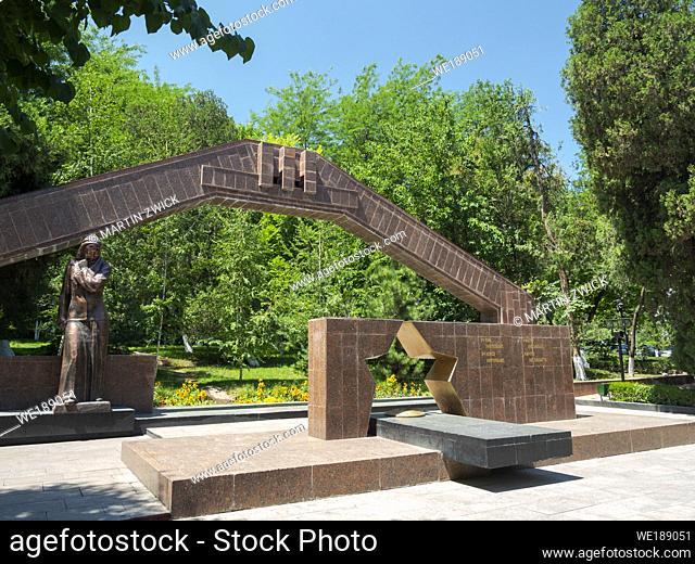 Das Denkmal fuer die Opfer des grossen vaterlaendischen Kriegs. Zadnepetrovskogo Park. Die Stadt Osch (Osh) im Ferghanatal an der Grenze zu Usbekistan
