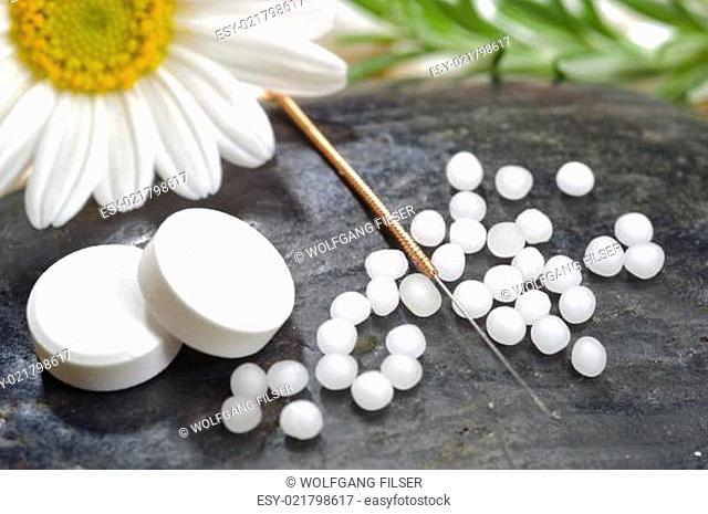 Alternative Medizin und Homöopathie mit Globuli und Akupunktur