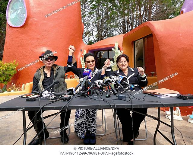 11 April 2019, US, Hillsborough: William Nicholson (l-r), architect of the Flint House built in 1976, homeowner Florence Fang and lawyer Angela Alioto give a...