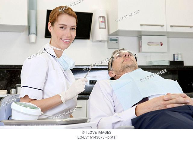 A female dentist with a male patient