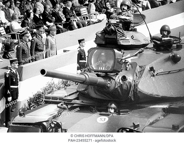 Heavy tanks driving past a VIP stand during a parade on occasion of the 'Armed Forces Day' on 13th May 1967 in Berlin. To be seen are the three town majors of...