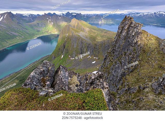 Berglandschaft, Senja, Troms Fylke, Norwegen, Juli 2015