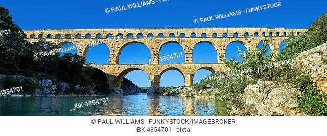 Roman aqueduct, Pont du Gard, Nimes, France