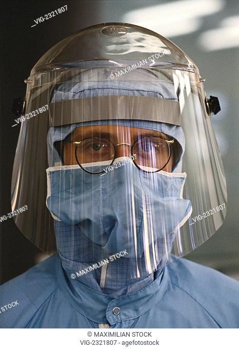 INDUSTRIAL PROTECTIVE SUIT FOR WORKING WITH CHEMICALS IN CLEAN ROOM CONDITIONS FOR SEMICONDUCTOR PRODUCTION - 01/01/2010