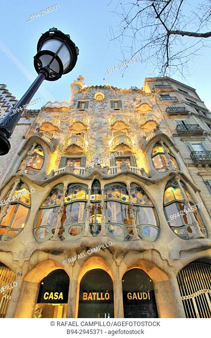 Casa Batlló, passeig de Gracia 43, built in 1877 and remodeled by Antoni Gaudí and Josep Maria Jujol in 1904-1906. Barcelona. Catalonia. Spain