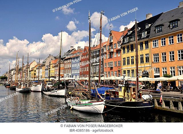 Sailing boats on the canal in front of colorful facades, Nyhavn, Copenhagen, Denmark