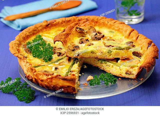 Quiche with prawns, asparagus and mushrooms