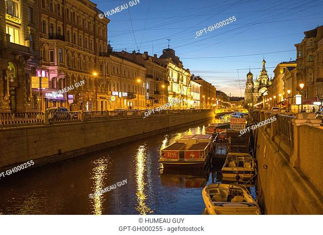 BOAT ON THE GRIBOEDOV CANAL, CHURCH OF THE SAVIOR, NIGHT AMBIANCE, SAINT PETERSBURG, RUSSIA