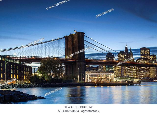 USA, New York, New York City, Brooklyn-Dumbo, Brooklyn Bridge, dusk