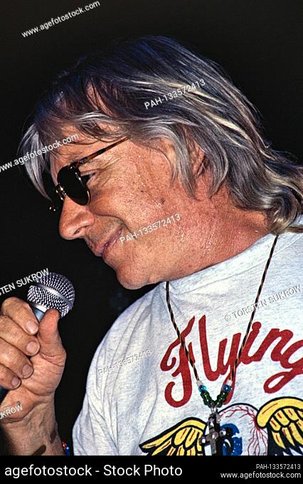 "06.07.1995, Rendsburg, Germany, the British rock musician Eric Burdon live in the event house """"Altes Kino"""". 