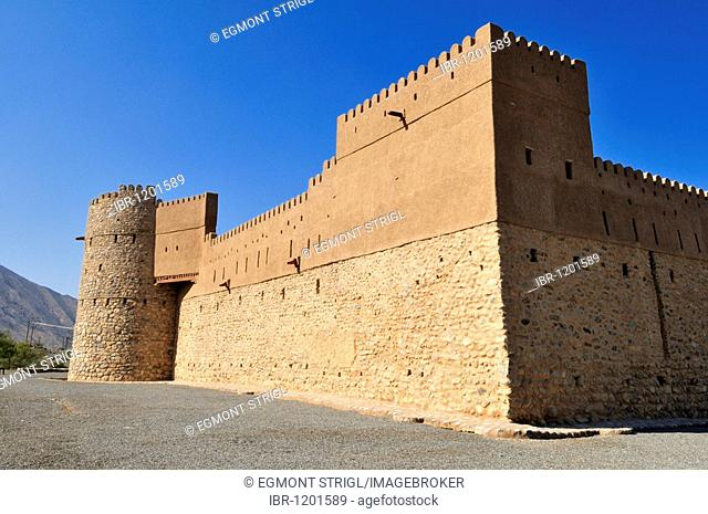 Historic adobe fortification Al Awabi Fort or Castle, Hajar al Gharbi Mountains, Batinah Region, Sultanate of Oman, Arabia, Middle East