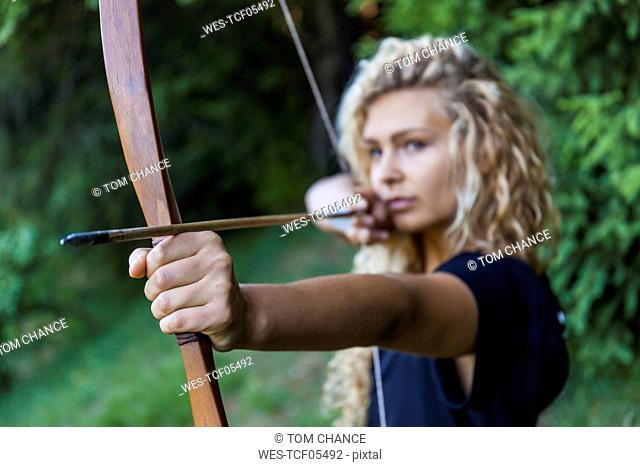 Archeress aiming with her bow, close-up