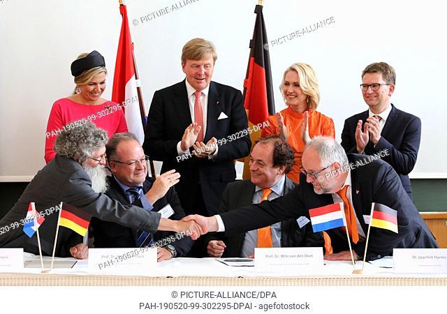 20 May 2019, Mecklenburg-Western Pomerania, Rostock: The Dutch royal couple Willem-Alexander and Máxima, Manuela Schwesig (SPD)