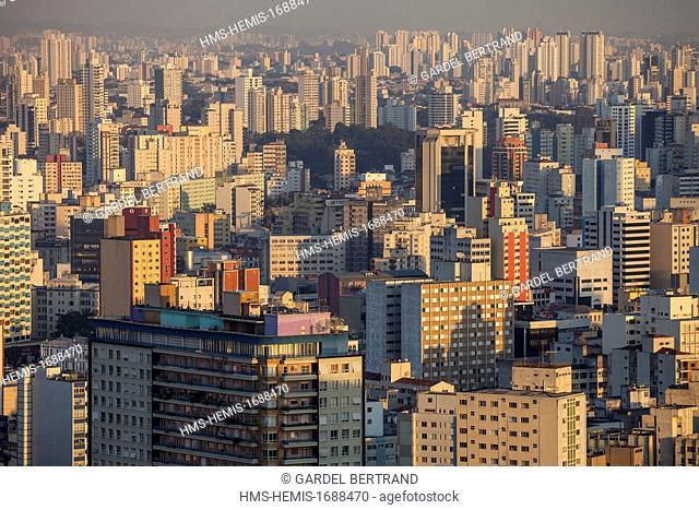 Brazil, Sao Paulo, downtown, Ipiranga Avenue, Edificio Italia, overlooking the city from the Terraço Italia bar on the top floor